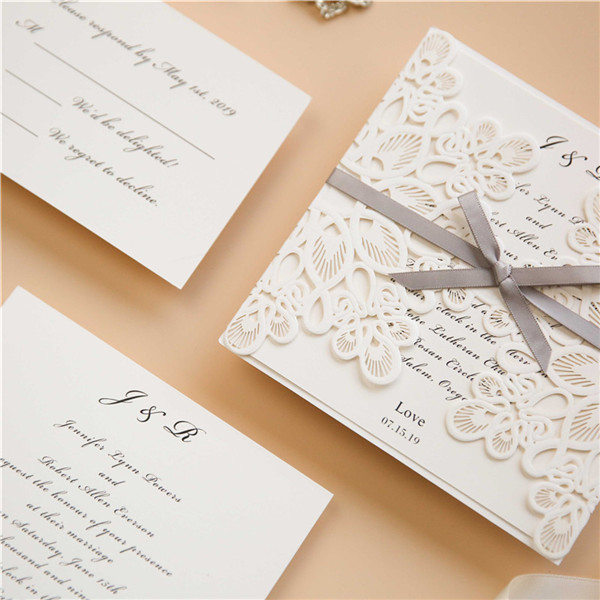 ... Laserschnitt Spitze Hochzeitseinladungen mit Satinband WPL0008